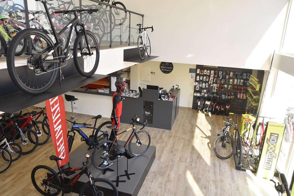 Interior tienda Xabia's Bike en Moraira